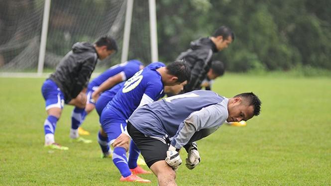 Tuyển Việt Nam đội mưa rét luyện công chờ đấu Malaysia - ảnh 5