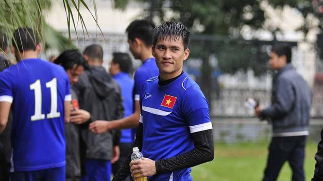 Tuyển Việt Nam đội mưa rét luyện công chờ đấu Malaysia - ảnh 6