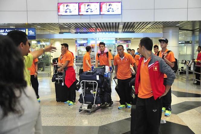 Đội tuyển Việt Nam đổ bộ xuống Kuala Lumpur - ảnh 1