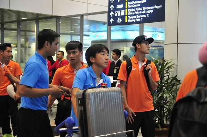 Đội tuyển Việt Nam đổ bộ xuống Kuala Lumpur - ảnh 2