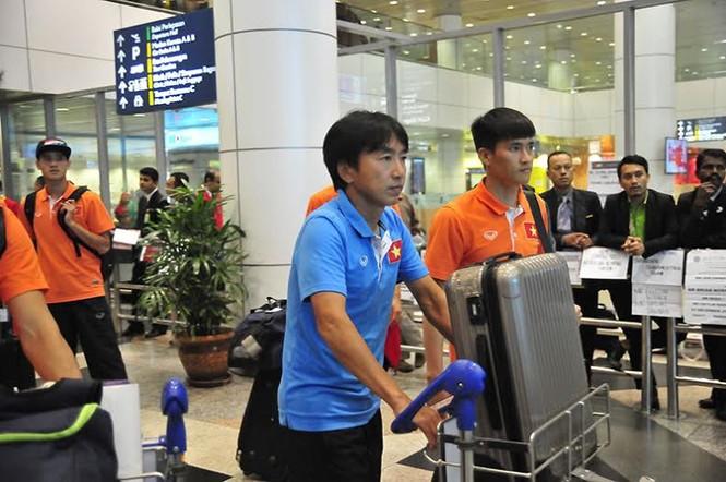 Đội tuyển Việt Nam đổ bộ xuống Kuala Lumpur - ảnh 3