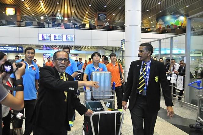 Đội tuyển Việt Nam đổ bộ xuống Kuala Lumpur - ảnh 4
