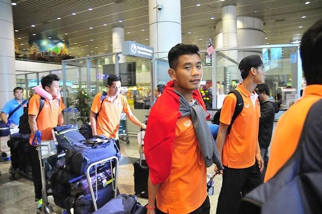 Đội tuyển Việt Nam đổ bộ xuống Kuala Lumpur - ảnh 5