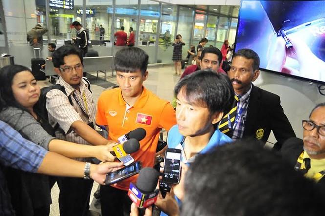 Đội tuyển Việt Nam đổ bộ xuống Kuala Lumpur - ảnh 7