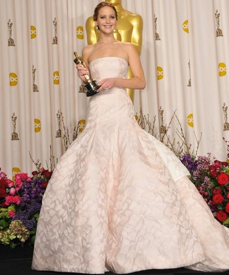 Những bộ váy đắt giá từng xuất hiện trong lịch sử trao giải Oscar - ảnh 1
