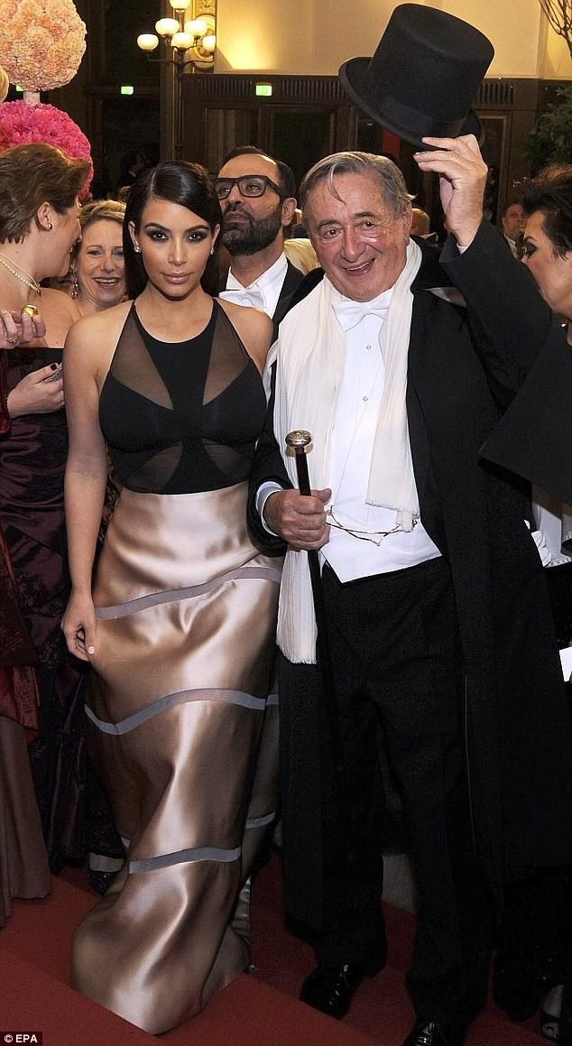 Hoàng tử Arập trả 1 triệu USD để ăn tối với Kim Kardashian - ảnh 1