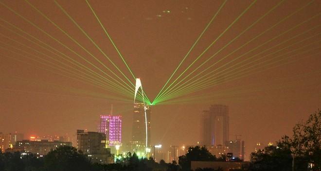 Bệ pháo hoa ở sân trực thăng tòa nhà cao nhất Sài Gòn - ảnh 1