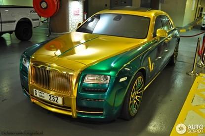 Lóa mắt bởi Rolls-Royce Ghost 'mặc áo' vàng-xanh - ảnh 8