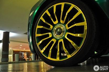 Lóa mắt bởi Rolls-Royce Ghost 'mặc áo' vàng-xanh - ảnh 2