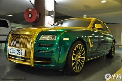 Lóa mắt bởi Rolls-Royce Ghost 'mặc áo' vàng-xanh - ảnh 5