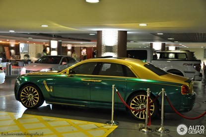 Lóa mắt bởi Rolls-Royce Ghost 'mặc áo' vàng-xanh - ảnh 6