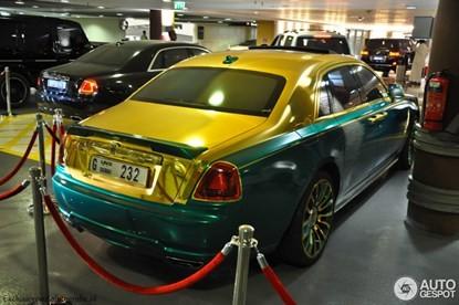 Lóa mắt bởi Rolls-Royce Ghost 'mặc áo' vàng-xanh - ảnh 7
