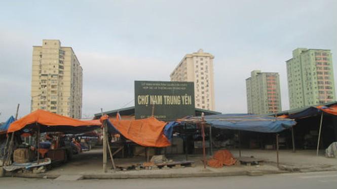 Chợ cóc giá 'tung hoành', dân ngán ngẩm mua sắm đầu năm - ảnh 1