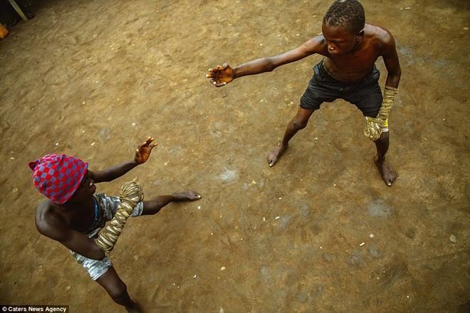 Tận thấy sàn đấu máu lửa của võ thuật Nigeria - ảnh 10