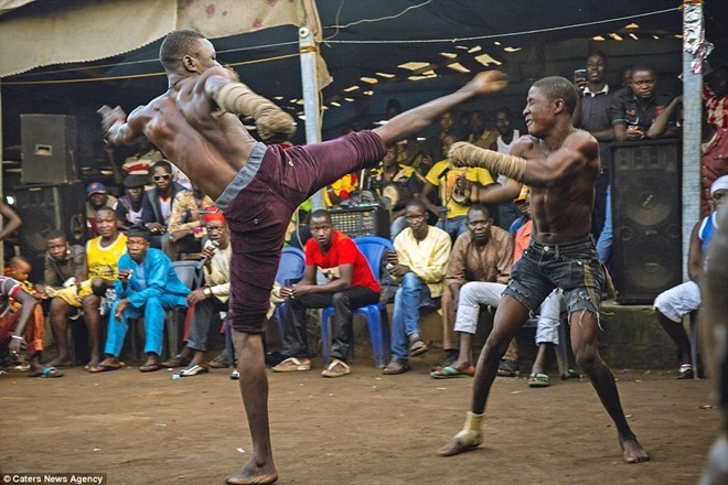 Tận thấy sàn đấu máu lửa của võ thuật Nigeria - ảnh 1