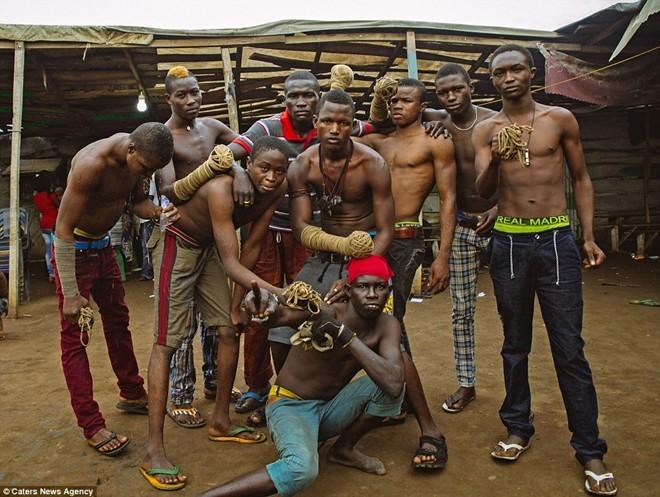 Tận thấy sàn đấu máu lửa của võ thuật Nigeria - ảnh 9