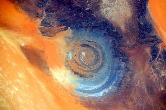 Kỳ lạ 'con mắt thần linh' giữa sa mạc Sahara - ảnh 7