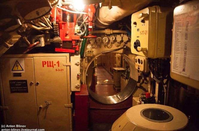 'Đột nhập' tàu ngầm cổ nhất Hải quân Ukraine - ảnh 13