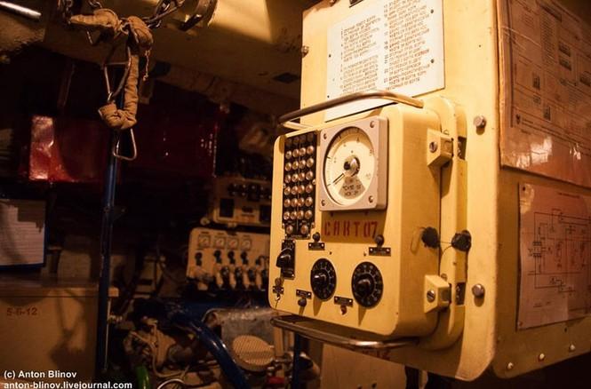 'Đột nhập' tàu ngầm cổ nhất Hải quân Ukraine - ảnh 6