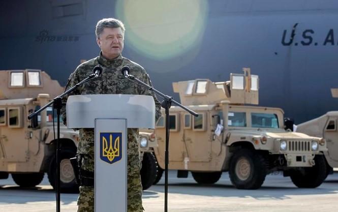 Tận thấy máy bay Mỹ chuyển xe quân sự Humvee cho Ukraine - ảnh 5