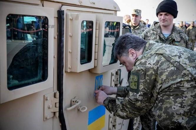 Tận thấy máy bay Mỹ chuyển xe quân sự Humvee cho Ukraine - ảnh 8