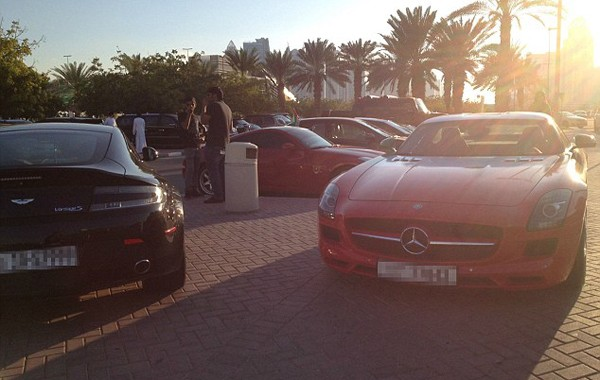 Bãi đậu xe như salon ô tô ở trường đại học 'con nhà giàu' - ảnh 4