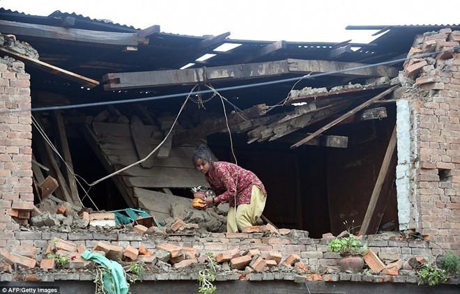 Những hình ảnh xé lòng sau thảm họa động đất Nepal - ảnh 1