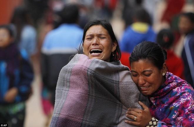 Những hình ảnh xé lòng sau thảm họa động đất Nepal - ảnh 5