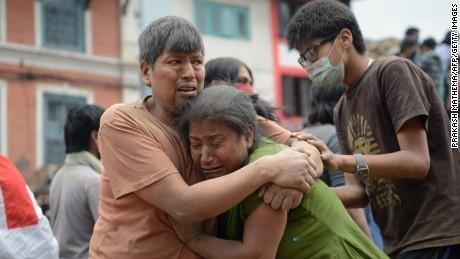 Những hình ảnh xé lòng sau thảm họa động đất Nepal - ảnh 6