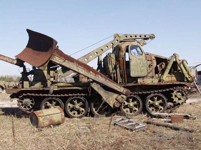 Nghĩa địa trực thăng, xe cứu hỏa sau thảm họa Chernobyl - ảnh 9