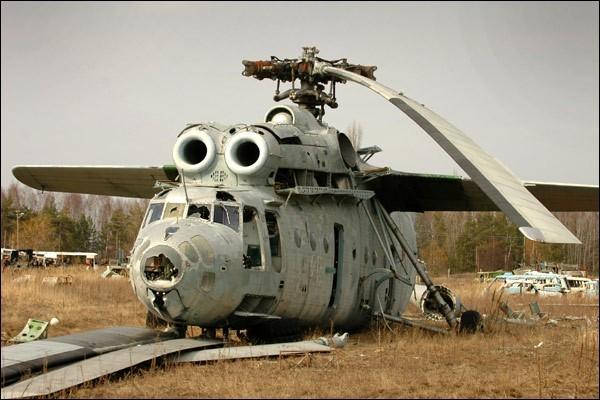 Nghĩa địa trực thăng, xe cứu hỏa sau thảm họa Chernobyl - ảnh 2