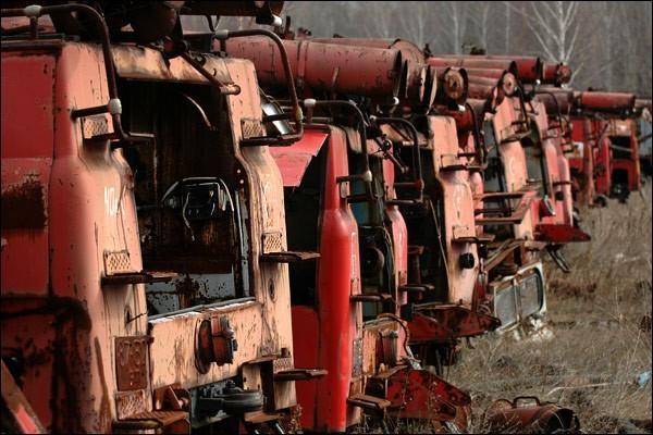 Nghĩa địa trực thăng, xe cứu hỏa sau thảm họa Chernobyl - ảnh 3