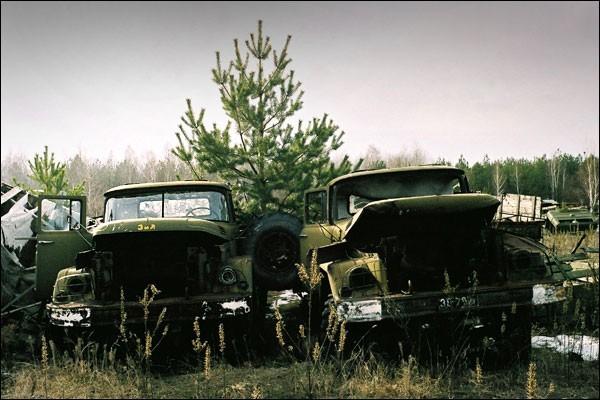 Nghĩa địa trực thăng, xe cứu hỏa sau thảm họa Chernobyl - ảnh 4