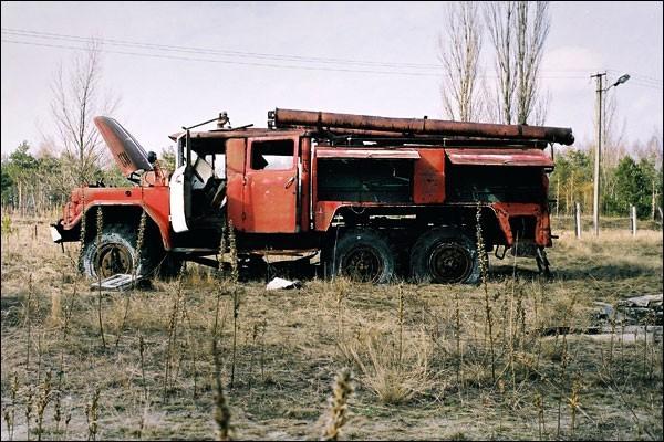 Nghĩa địa trực thăng, xe cứu hỏa sau thảm họa Chernobyl - ảnh 5