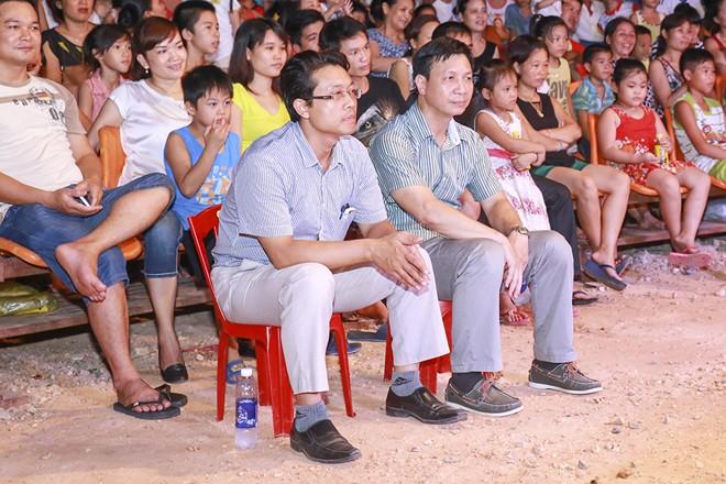 Khán giả thị xã Sơn Tây ùn ùn đội mưa đi xem xiếc lưu động - ảnh 5