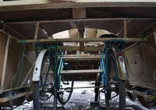 Sinh viên khoa Sử chế tạo mô hình xe tăng từ... xe đạp - ảnh 1