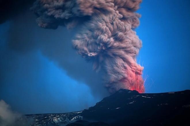 Đam mê săn đuổi cơn cuồng nộ của núi lửa - ảnh 1