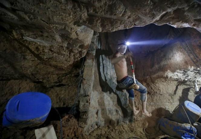 Bên trong đường hầm buôn lậu vũ khí tại Dải Gaza - ảnh 10