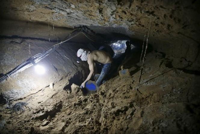 Bên trong đường hầm buôn lậu vũ khí tại Dải Gaza - ảnh 2