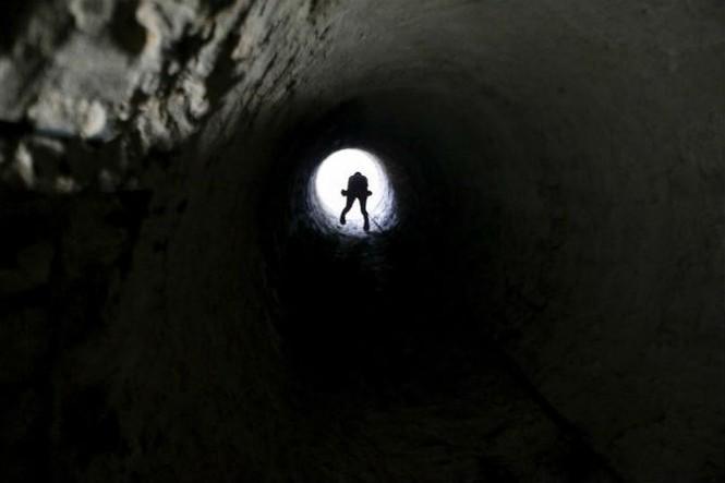 Bên trong đường hầm buôn lậu vũ khí tại Dải Gaza - ảnh 3