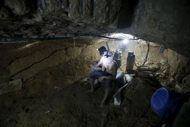Bên trong đường hầm buôn lậu vũ khí tại Dải Gaza - ảnh 6