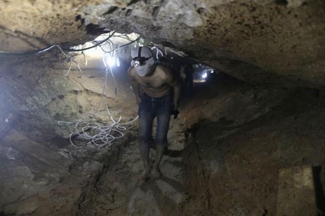 Bên trong đường hầm buôn lậu vũ khí tại Dải Gaza - ảnh 8