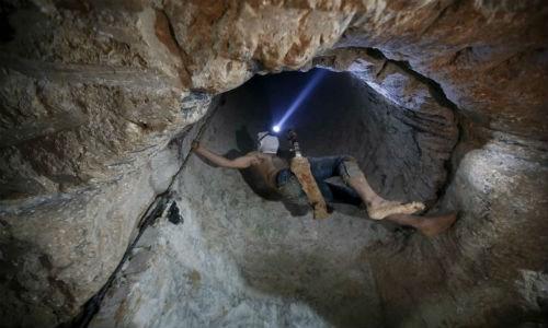Bên trong đường hầm buôn lậu vũ khí tại Dải Gaza - ảnh 1