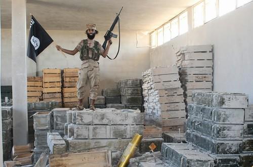 Hé lộ nguồn cung cấp đạn dược cho lực lượng IS - ảnh 1