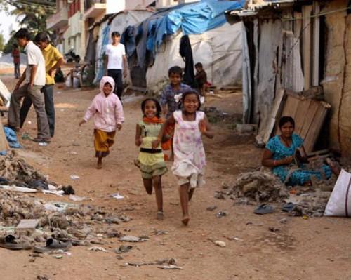 Ngôi làng toàn trẻ em có tên kỳ lạ nhất thế giới - ảnh 1