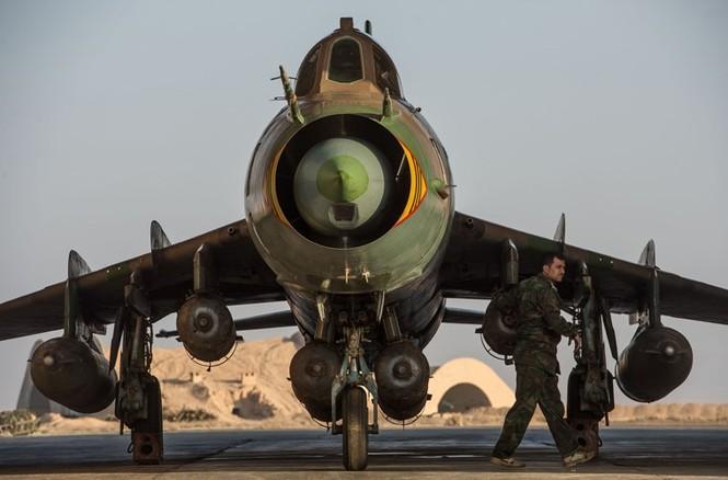 Cận cảnh tiêm kích Syria đem bom nhiệt áp tấn công IS - ảnh 2
