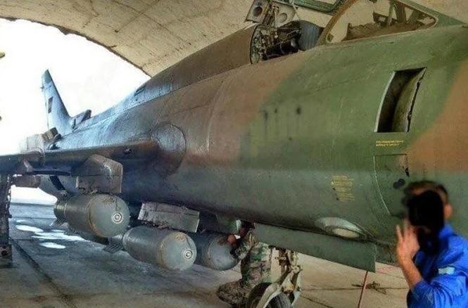 Cận cảnh tiêm kích Syria đem bom nhiệt áp tấn công IS - ảnh 3