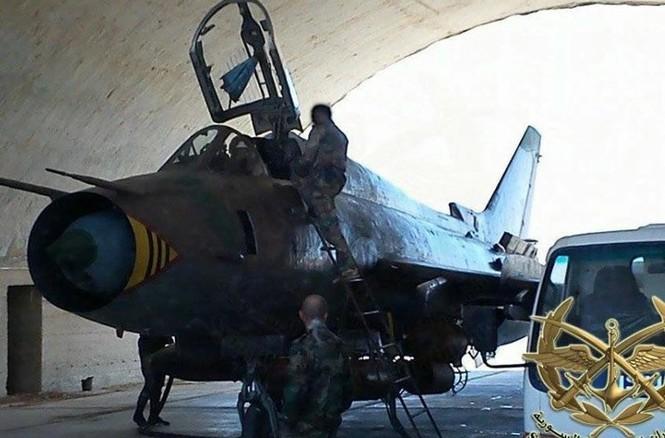 Cận cảnh tiêm kích Syria đem bom nhiệt áp tấn công IS - ảnh 4
