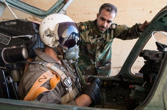 Cận cảnh tiêm kích Syria đem bom nhiệt áp tấn công IS - ảnh 8