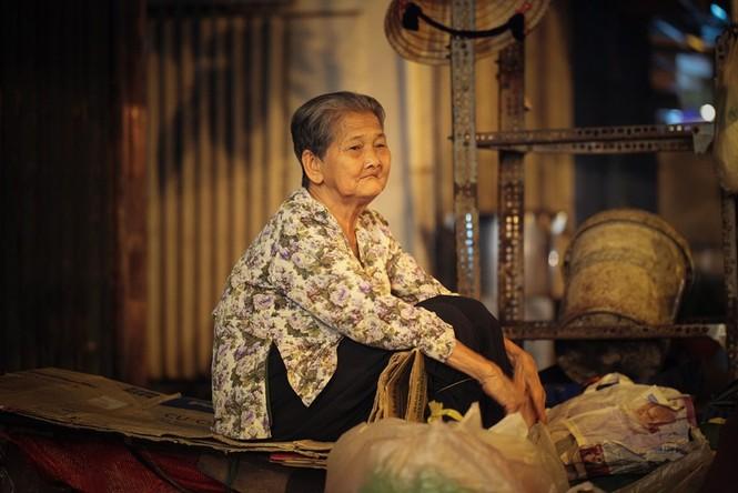 Cụ bà 80 tuổi nửa thế kỷ làm cửu vạn ở Sài Gòn - ảnh 1